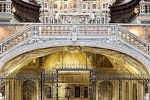 Basilica di Santa Maria della Sanità  a pochi passi da casa vacanza Sanfelice