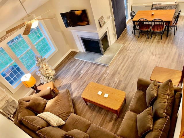 Heart of the Lakes Region with all the amenities!