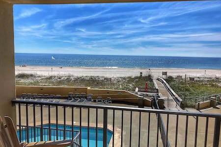 Easy Breezy Beachfront Condo, Bunks, No Elevator!