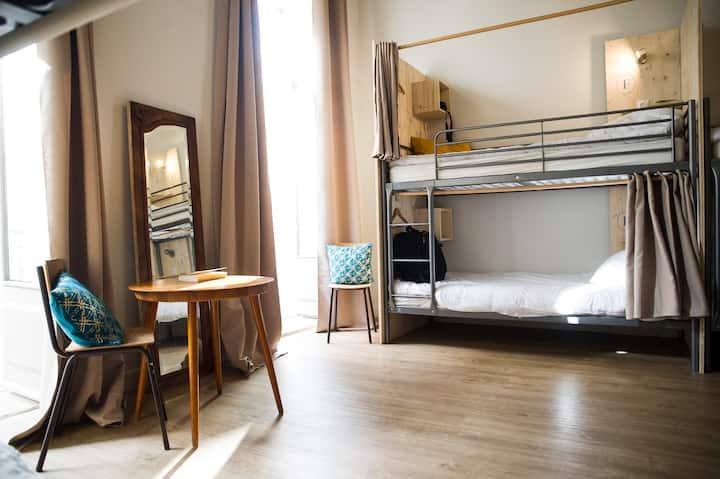 Chambre à partagée centre ville (4 lits mixte)
