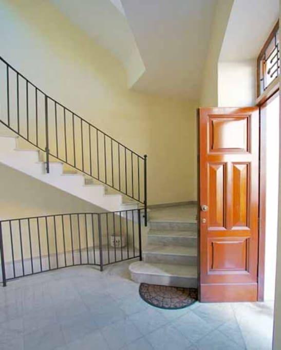 03 Del Corso building entrance