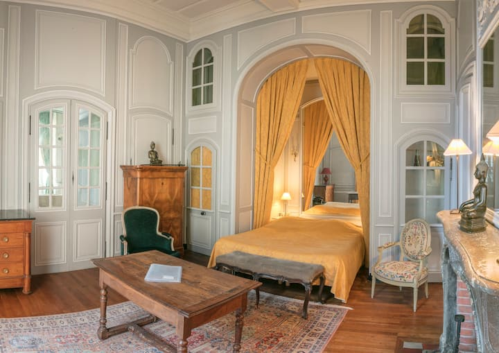 Delightful Suite at the Château
