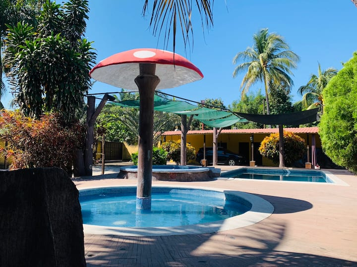 ENTIRE HOUSE 8 BEDS HOUSE • POOL • FREE PARKING