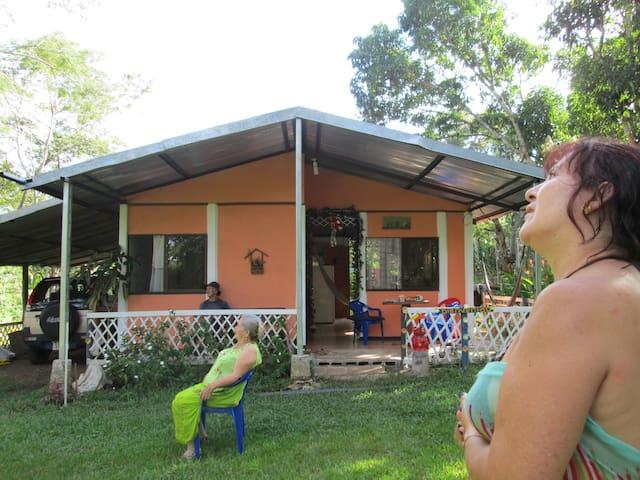 Casa a 3 km de Playa Tivives. C.Ria - Esparza