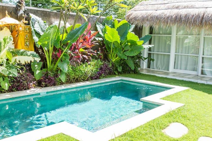Dreamy Surf Villa Room 2 by the Beach - South Kuta - Villa