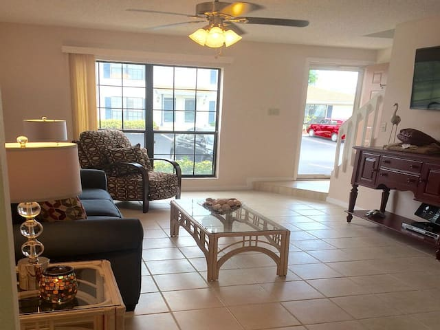 Bright and Spacious Living Room/large picture window