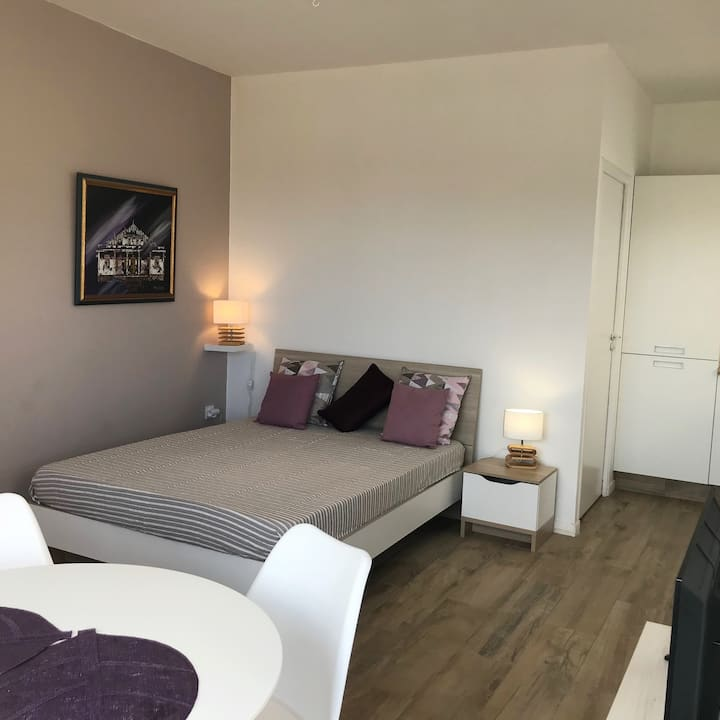 St Pierre: Studio, 100 m from the beach