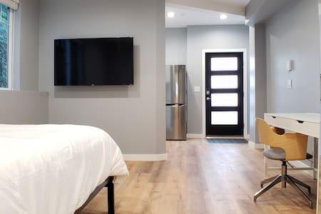 Kirkland/Redmond private unit with modern design