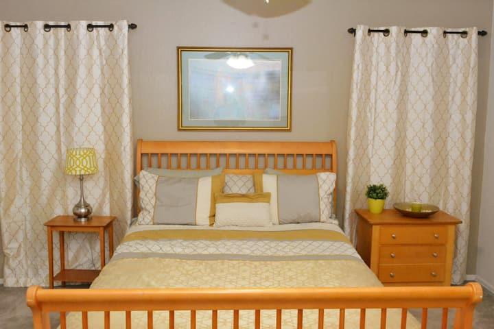 Phoenix South Mountain Retreat- Buena Vista Room