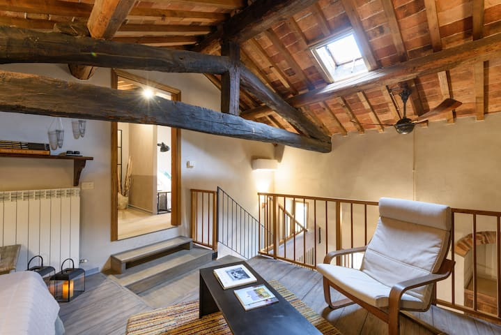 Medieval Delight! Rustic Beams w/Modern Amenities