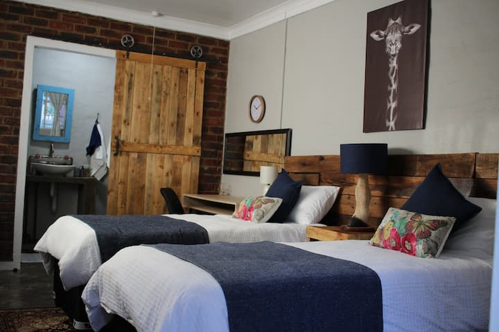 TWIN Room - Instaworty Rustic Vibe-Ace Location