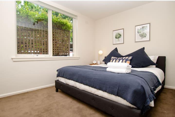 Malvern 3 bedroom 5* reviews and location