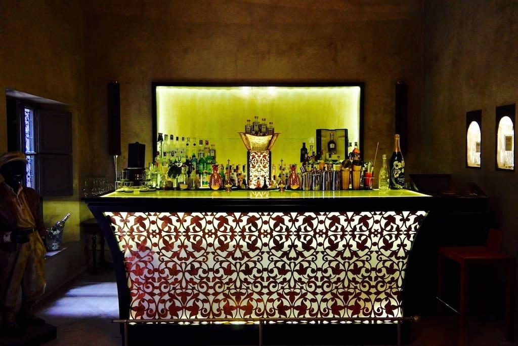 Ali's Bar