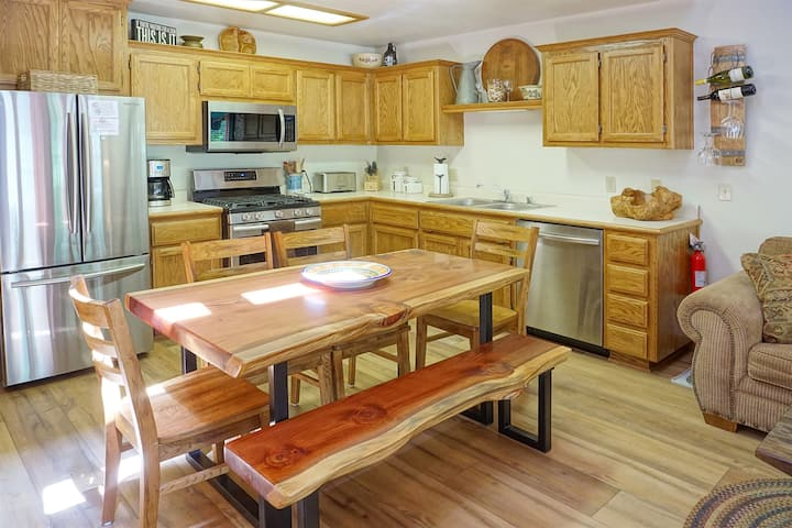 Aspen Meadows 10 -Beautifully Furnished, Technology Friendly Mountain Condo