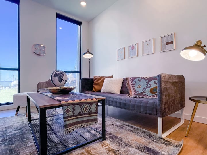 ★ Exceptional 1BD/1BA + View - Downtown Omaha ★