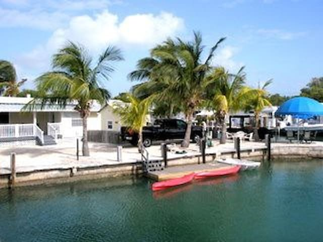 Boaters Dream,Dock,Kayaks,Bikes,minutes to Oceans