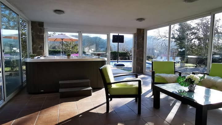 Villa in the interior of the Costa Brava with pool, jacuzzi and garden - MARTINA