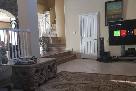 5000 sq ft Luxury House in High End safe Area - Henderson - House