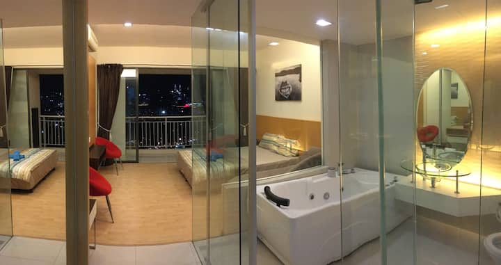 Romantic Suite,Stunning KL View#2-Bathtub,WiFi,MRT