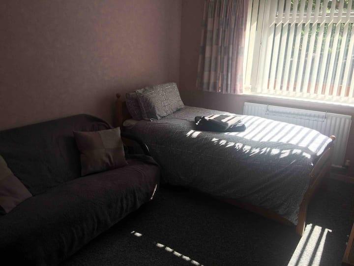 Double room in quiet house  In Windsor