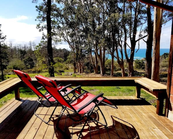 HIGH TOR Cottage with Ocean Views on one acre land - Gualala