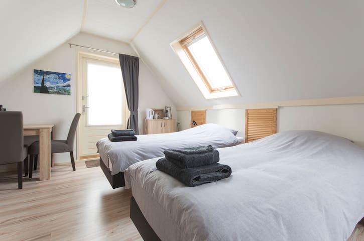 Zeer ruime, comfortabele kamer, Oudeschild, Texel