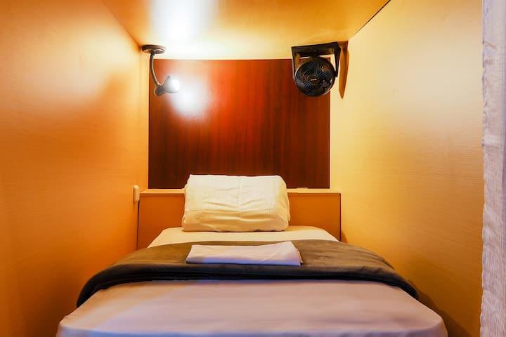 Habitación compartida de 14 camas.