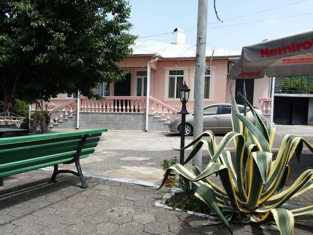Guest house Kemeni - Adjara - ที่พักพร้อมอาหารเช้า