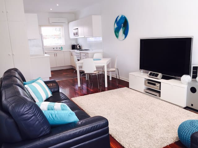 Beachside unit - Glenelg East - Appartement