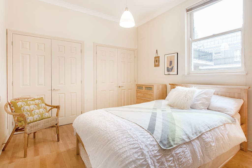 Large 1 Bedroom At Feet Of St Paul Apartments For Rent In London United Kingdom