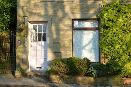 Quiet and spacious private studio/apartment - Hebden Bridge - House