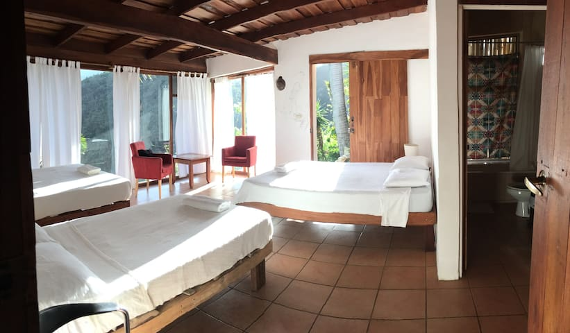 El Salto Waterfall Family Room with Jacuzzi to 5p