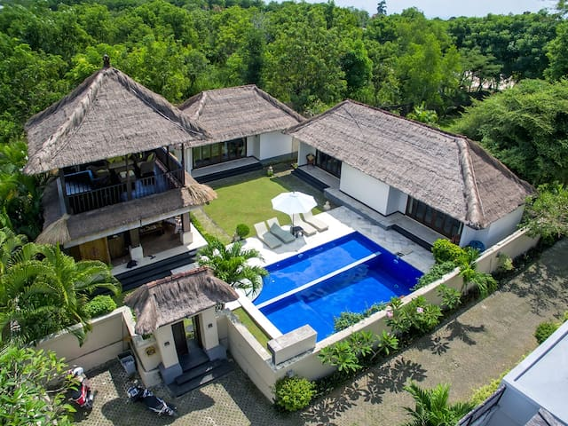 → 1 Km to BEACH - 3BR Spacious Villa with BIG POOL