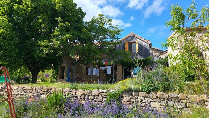 Charmante maison pour amoureux de la nature - Jaujac - บ้าน