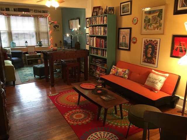 Charming Suite in  Sunny Artsy Home - Phoenixville - Hus