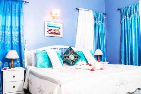 The Traquility Suite is fit for a King or Queen or King & Queen! Rest easy in the elegant yet cozy and comfortable suite. King Size bed, WiFi, AC, Private bathroom and lots of Jamaican Sunlight!