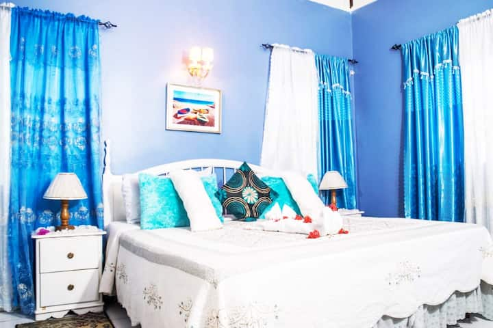 Tranquility Suite in The Pink Hibiscus Villa