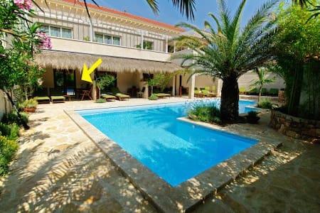 Murter - Romantic Pool Bedroom for 2