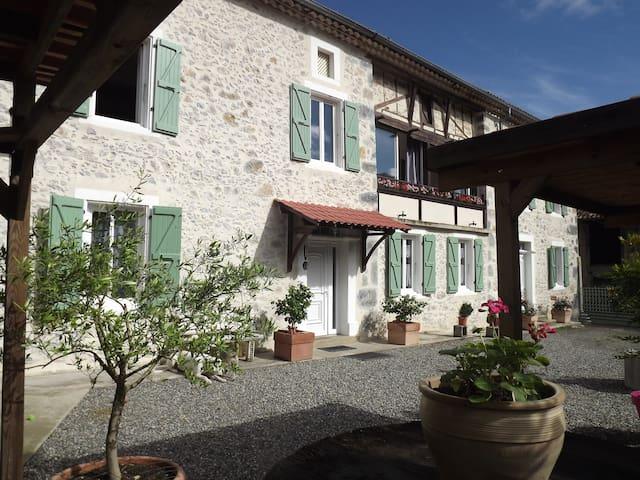 Chambre dans maison au coeur des Pyrénées