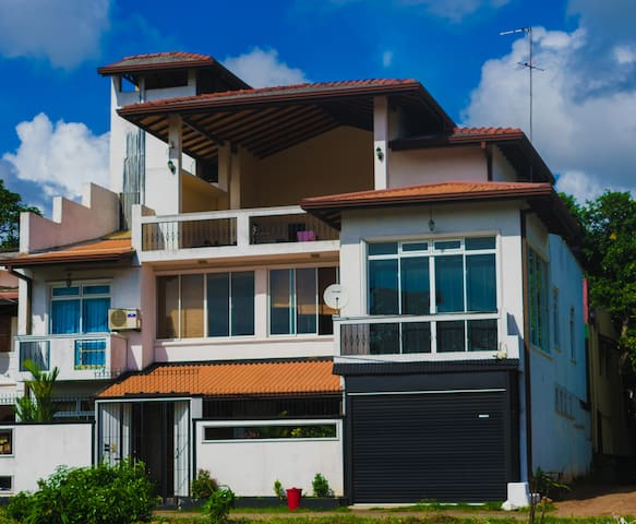 Stay at a peaceful cozy house in Nugegoda