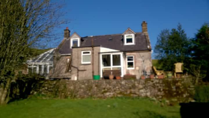 Cosy cottage close to Dumfries