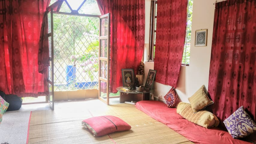 Serene Home Stay with birds & nature waking you up