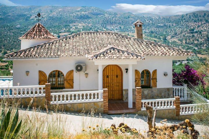 Fijn appartement in Alcaucin met een gedeeld zwembad