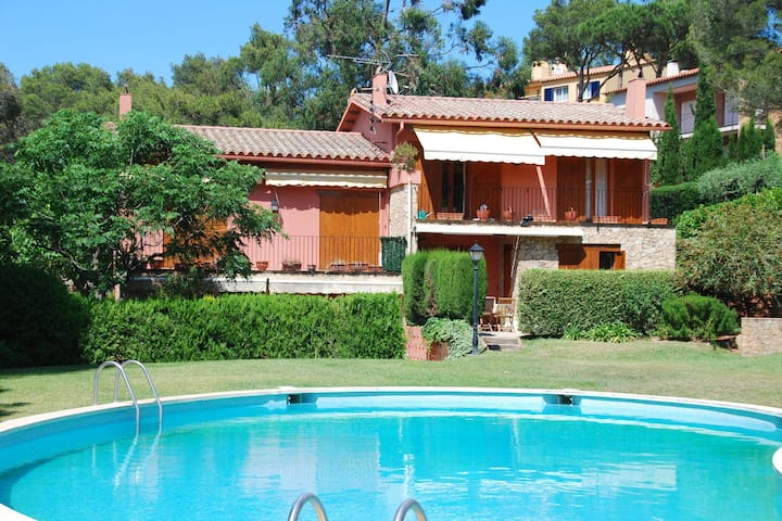 Nice house with private garden and shared pool in the pleasant Llafranc