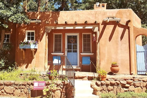 Luxurious Guesthouse for 2 by Pikes Peak/Mtn Views