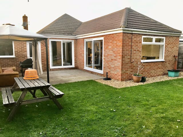 Detached modern bungalow in ideal location