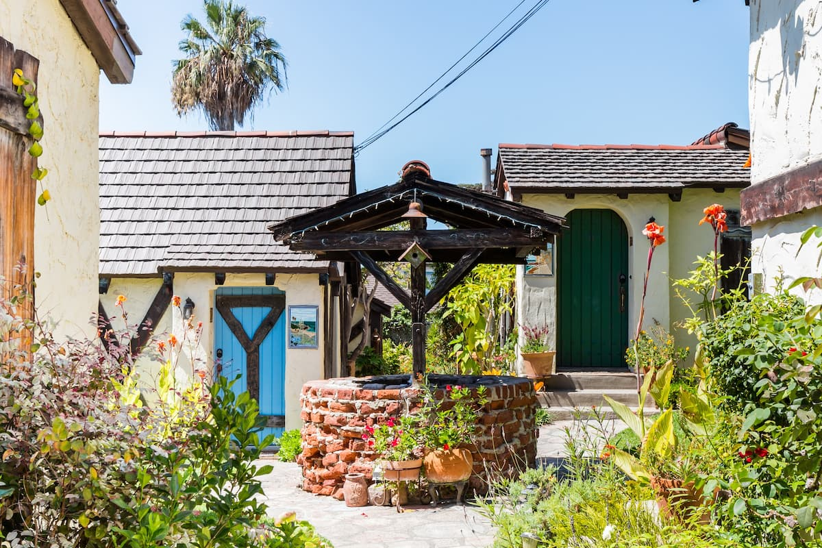 Charming Manzanita Red Cottage near Beach & Village