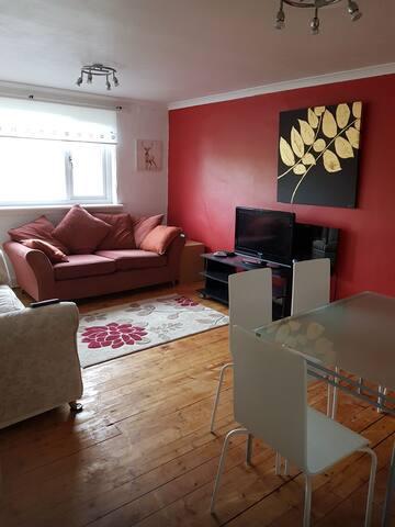 3 bedroom flat, sleeps 6, central Scotland