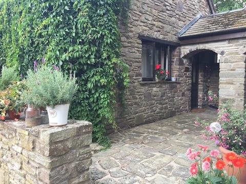 The Lodge @ 5 Old Ffordd Fawr