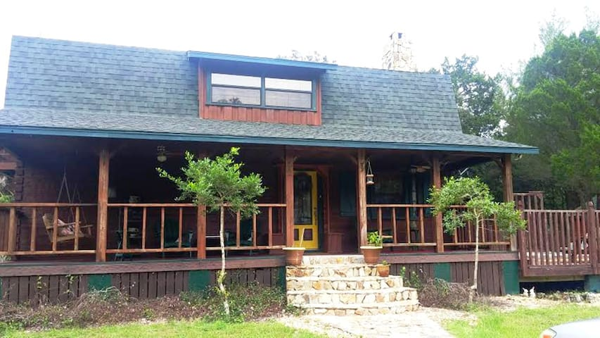 CYPRESS LOG HOME POOL SPA ON 2 ACRES WOODS PRIVATE - Crystal River - Casa
